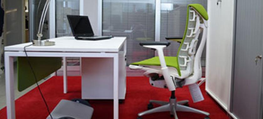 Kancelarijske stolice i nasloni za noge – najnezapaženiji pomoćnici pri sedenju