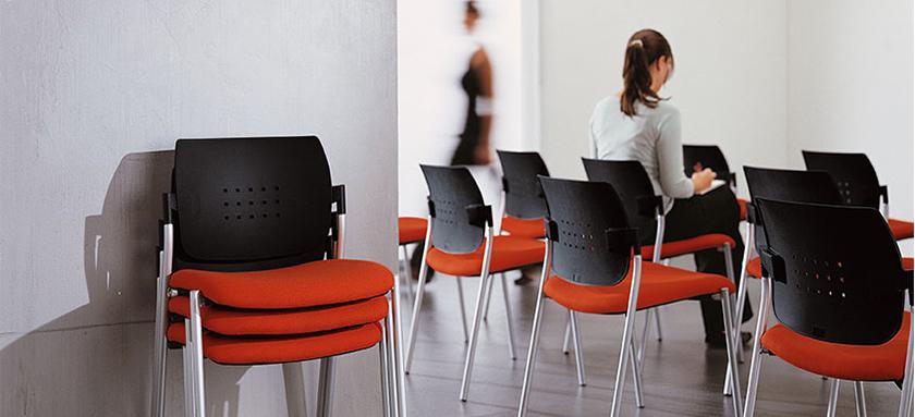 Prednosti složivih kancelarijskih konferencijskih stolica